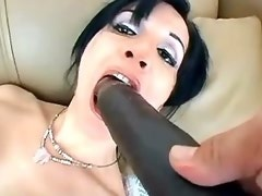 Pretty tranny shoves big black dildo up her ass