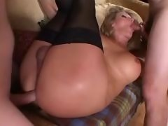 Tranny & kinky man sucks each other