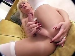 Blond TS rubbing her juicy lovetool